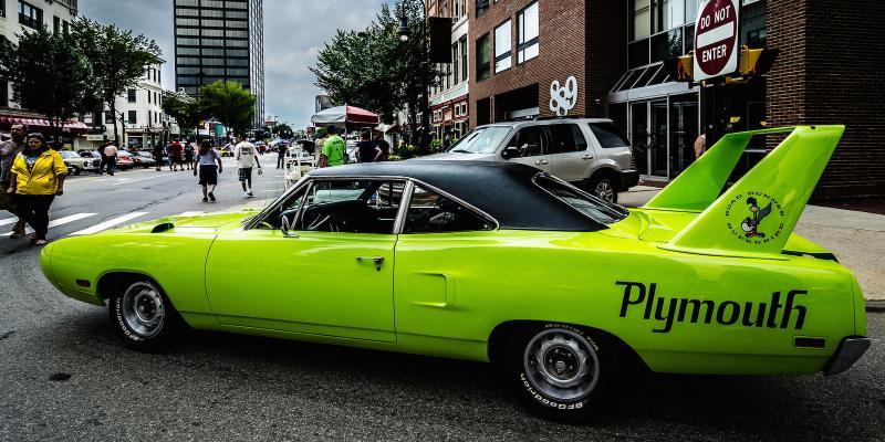 نگاهی به لیست ۱۳ مورد از وحشیترین خودروهای مسابقهای شهری که تاکنون ساخته شدهاند