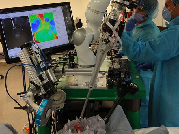 نخستین ربات جراح خودکار دنیا با عملکردی بهتر از انسان